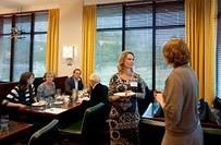 Daphne Teeling (r) en dagvoorzitter Rinske van Noortwijk